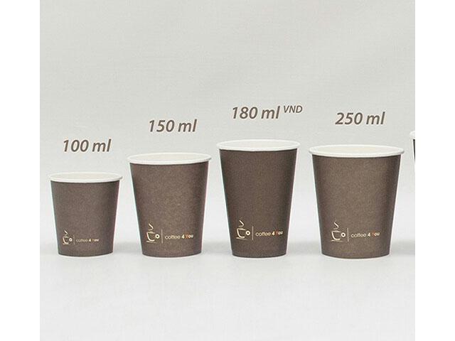 Razne papirnate čase za kavu za van